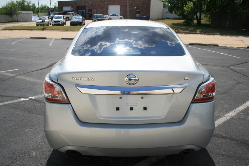 Nissan Altima 2015 price $7,995 Cash