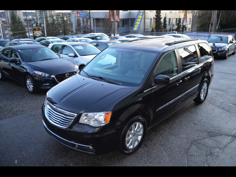 Chrysler Town & Country 2013 price $9,990