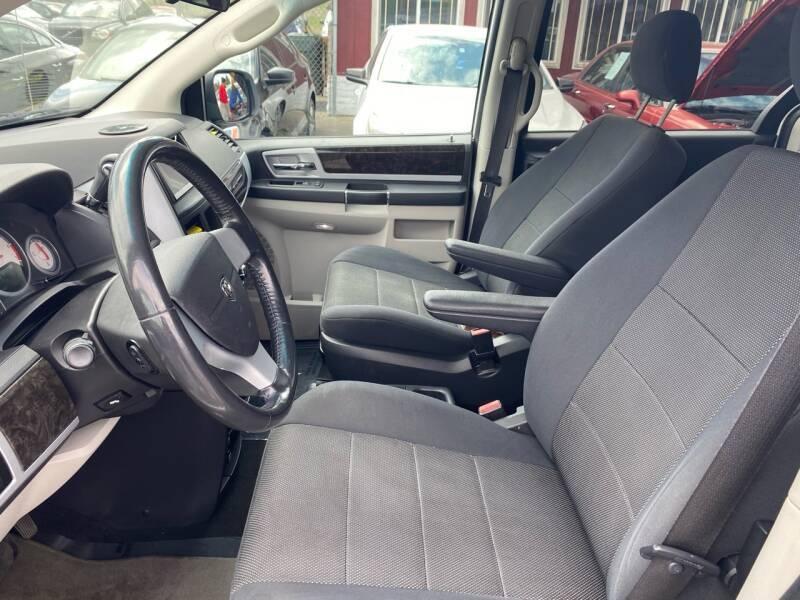 Dodge Grand Caravan 2009 price $4,990