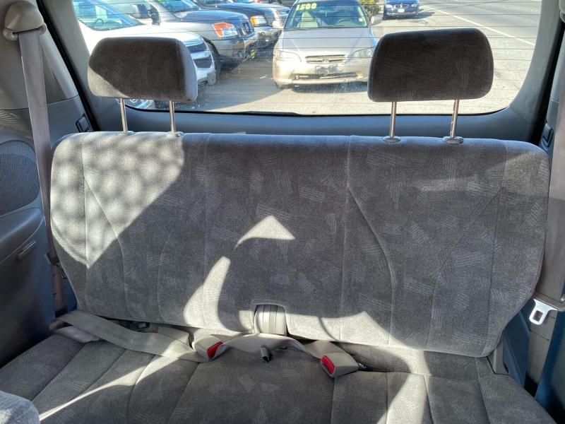Mazda MPV 2003 price $2,499
