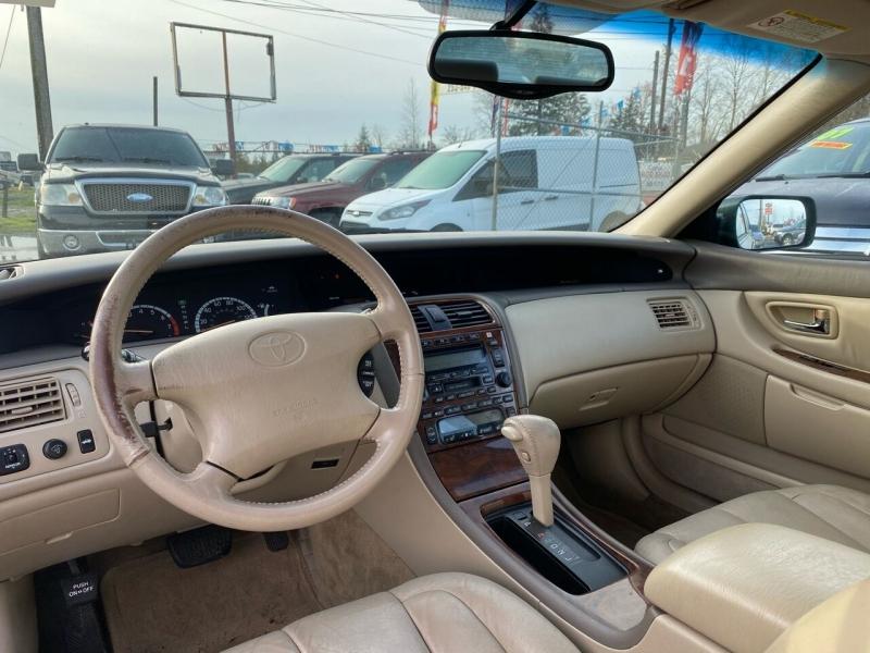 Toyota Avalon 2000 price $3,499