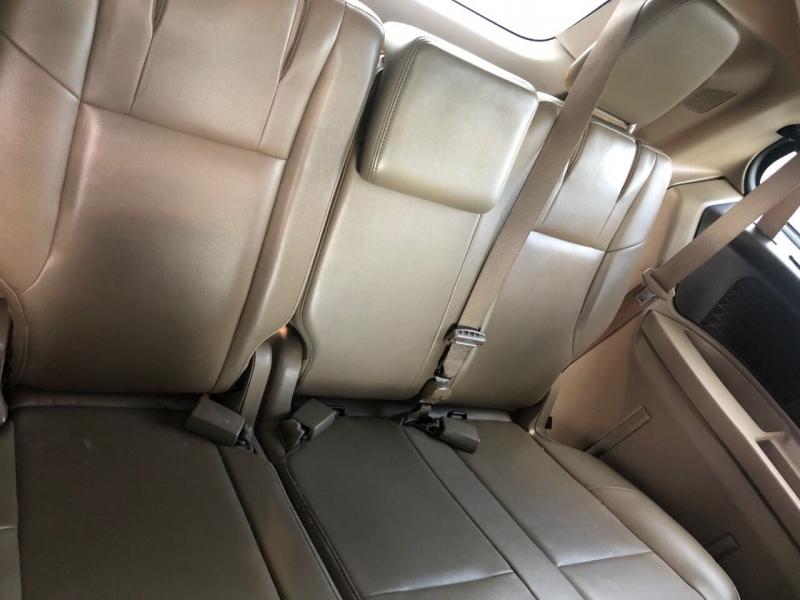 Volkswagen Routan 2011 price $6,990