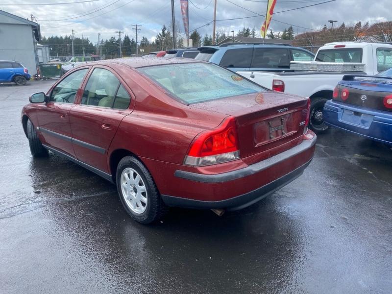 Volvo S60 2002 price $2,990