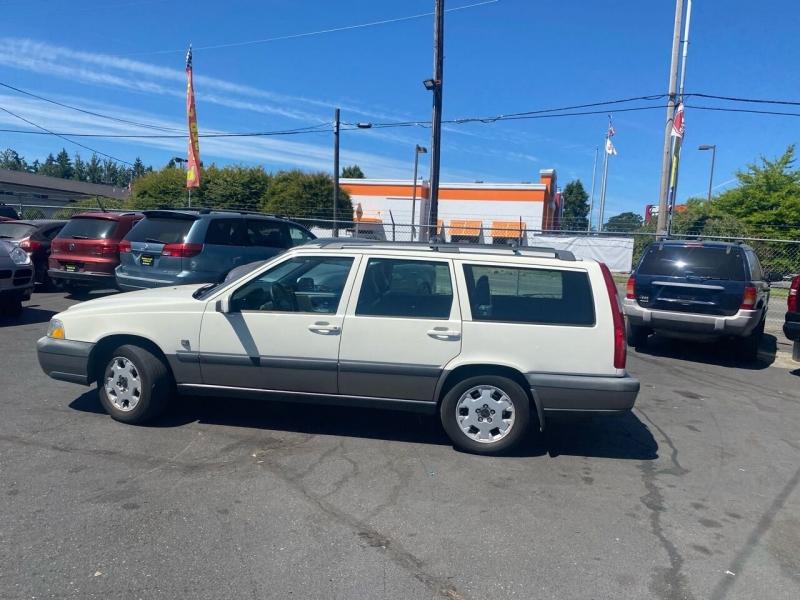 Volvo V70 2000 price $3,990
