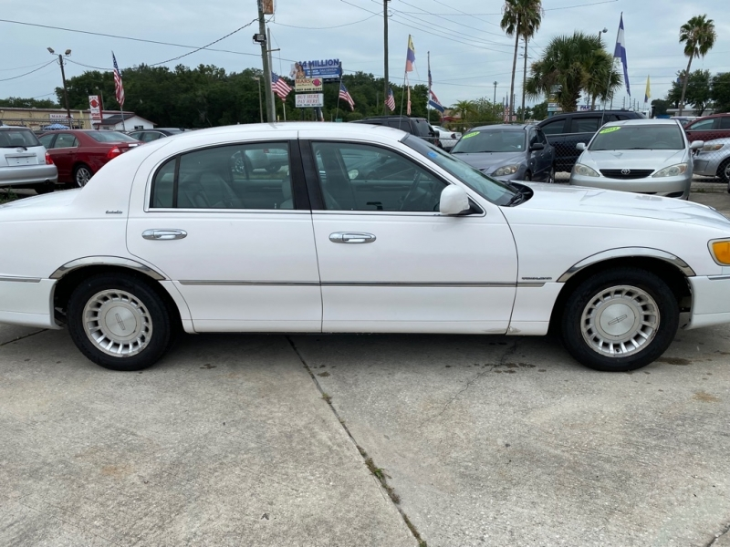 LINCOLN TOWN CAR 2001 price $4,500