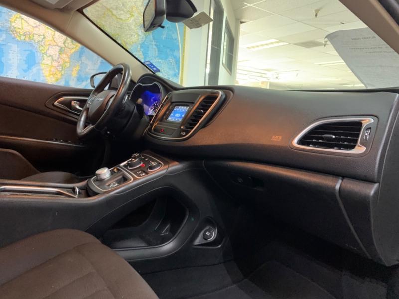 Chrysler 200 Limited 2016 price $11,900