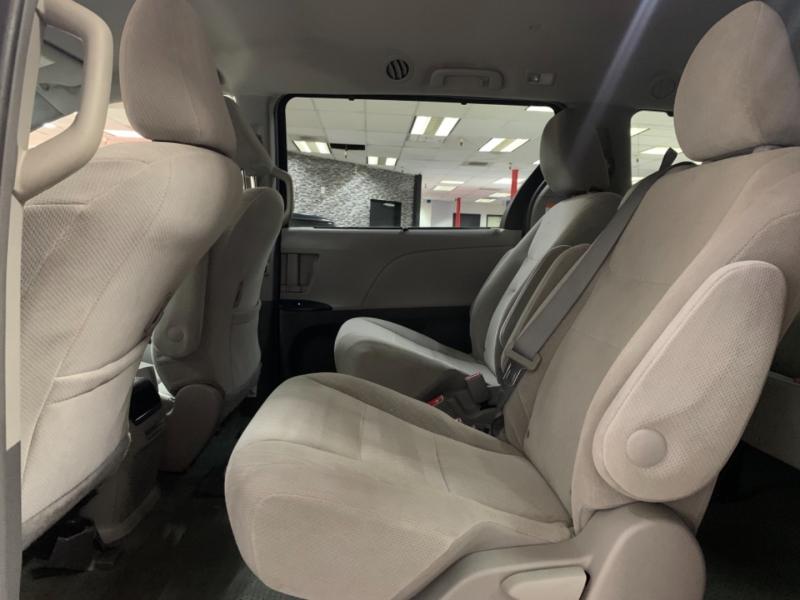 Toyota Sienna LE 2017 price $22,800