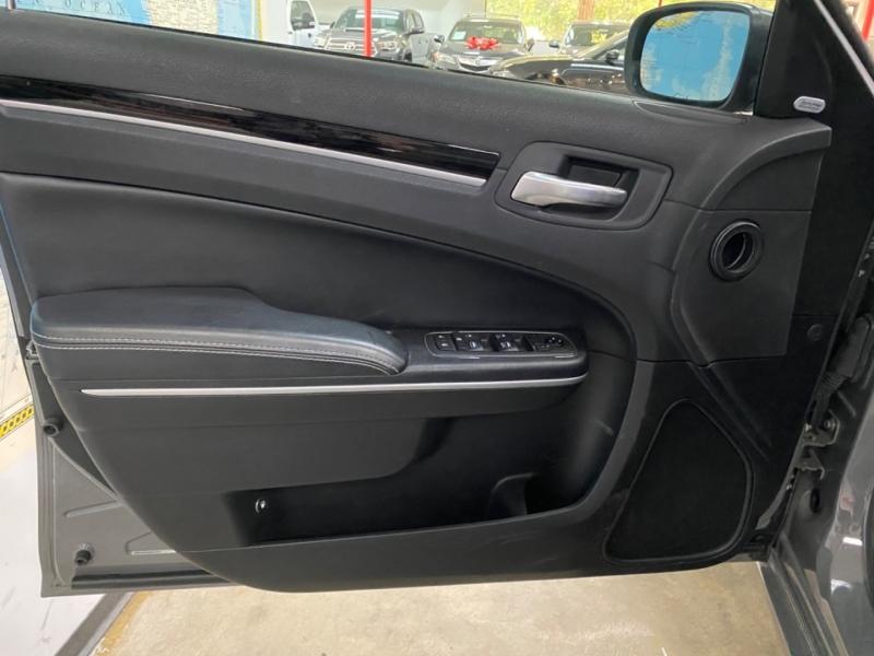 Chrysler 300S AWD 2019 price $22,900