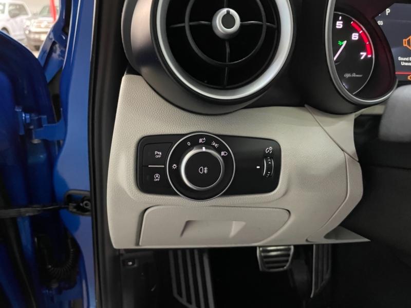 Alfa Romeo Giulia Ti Sport AWD 2018 price $30,900