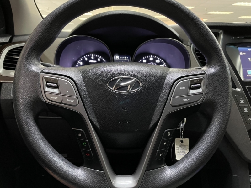 Hyundai Santa Fe SE AWD 2017 price $18,900