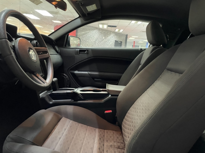 Ford Mustang GT Deluxe 2005 price $15,000