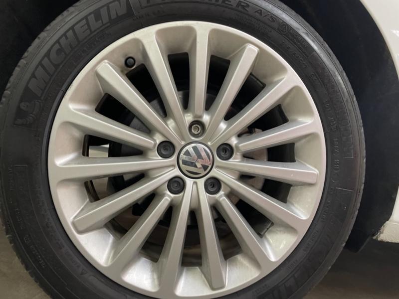 Volkswagen Passat 1.8T SE 2016 price $15,700