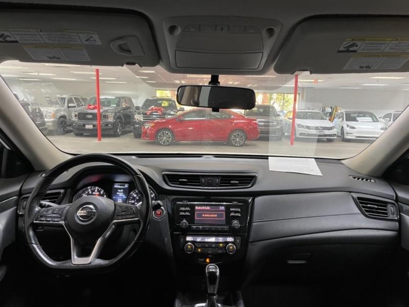 Nissan Rogue SV AWD 2017 price $14,500