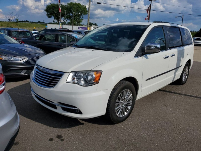 Chrysler Town and Country 2013 price $9,991