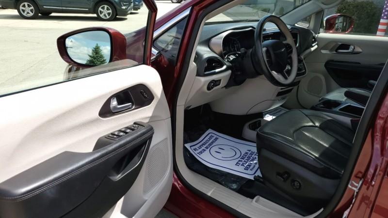 Chrysler Pacifica 2018 price $27,991