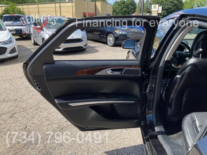 Lincoln MKZ 2015 price $15,991