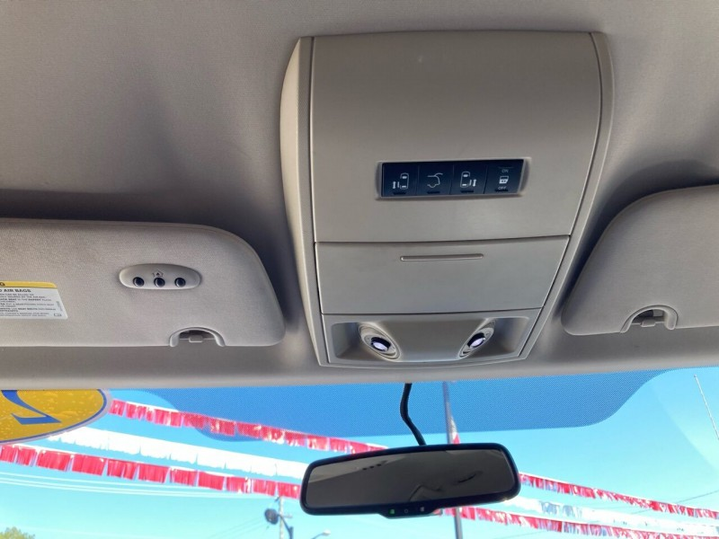 Chrysler Town and Country 2013 price $8,991
