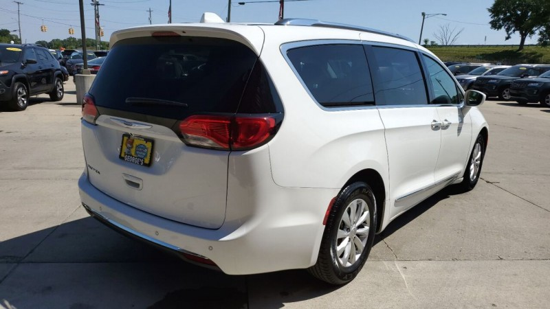 Chrysler Pacifica 2019 price $23,991