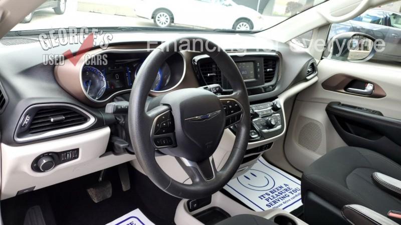 Chrysler Pacifica 2017 price $16,991