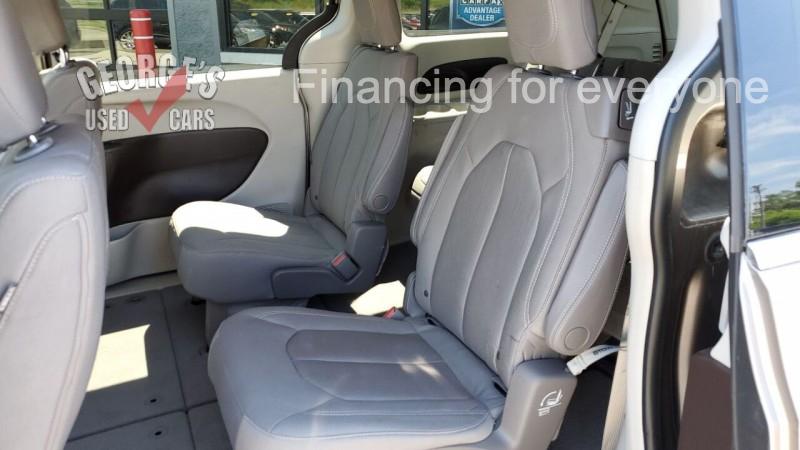 Chrysler Pacifica 2017 price $17,991