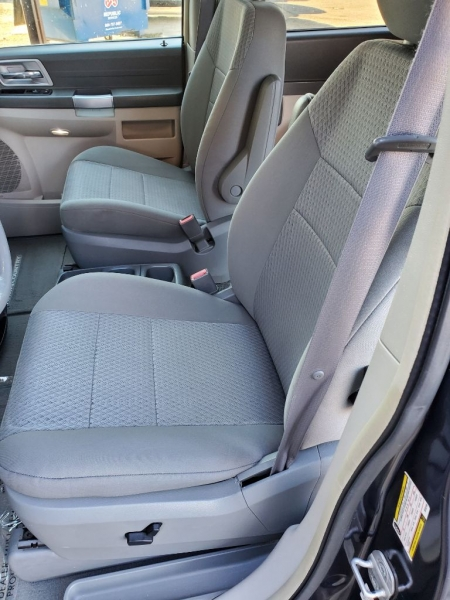 CHRYSLER TOWN & COUNTRY 2008 price $4,400