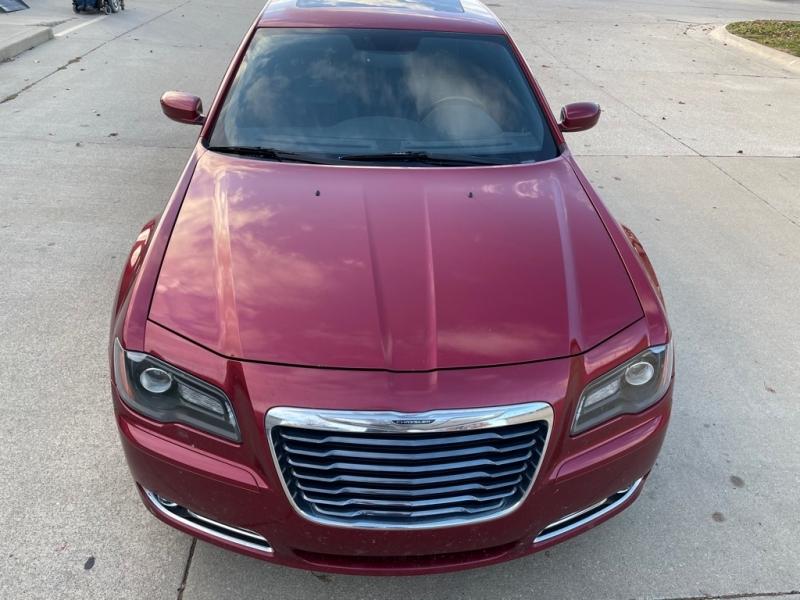 CHRYSLER 300 2012 price $9,600