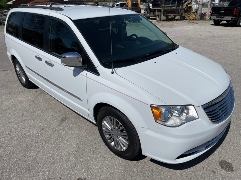 CHRYSLER TOWN & COUNTRY 2015 price $11,700