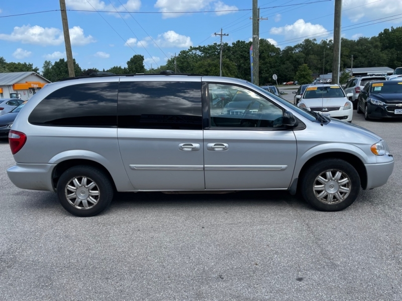 CHRYSLER TOWN & COUNTRY 2007 price $4,400