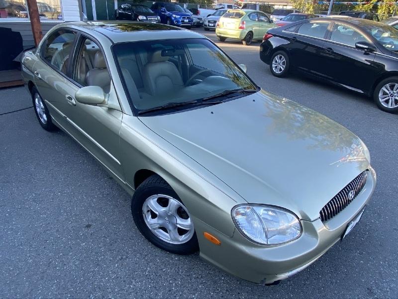 Hyundai Sonata 2000 price $2,995