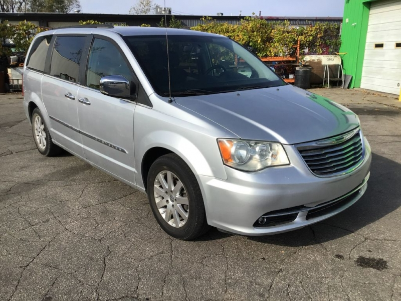 CHRYSLER TOWN & COUNTRY 2011 price $12,995