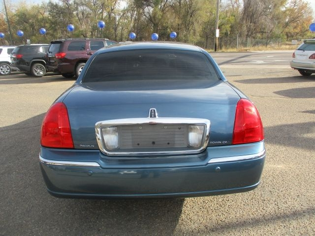 Lincoln Town Car 2003 price $5,999