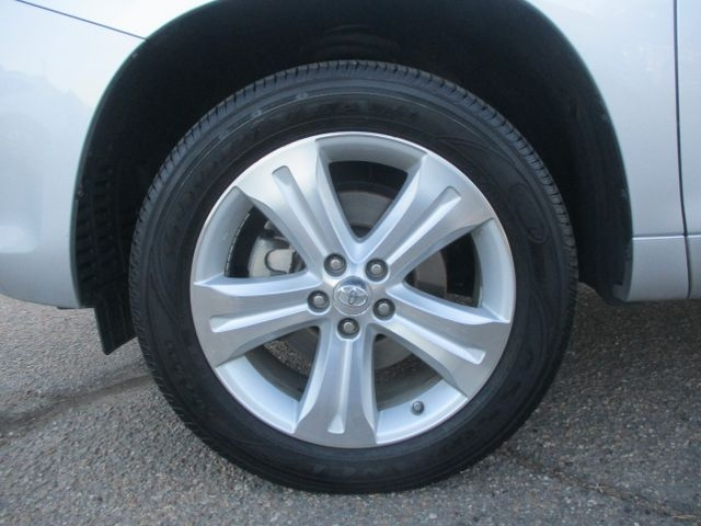 Toyota Highlander 2010 price $15,999