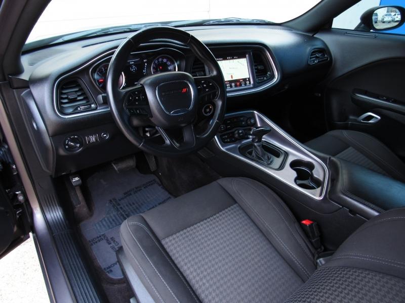 Dodge Challenger 2017 price $33,995