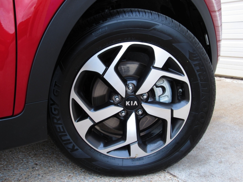 Kia Sportage 2021 price $28,495