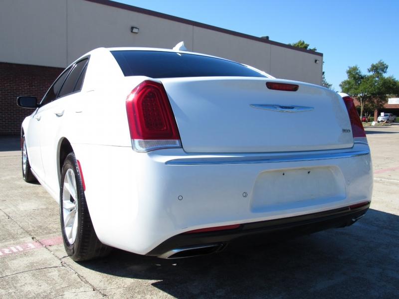 Chrysler 300 2016 price $23,995