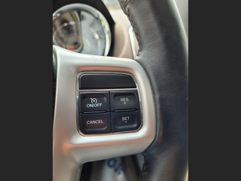 Chrysler Town & Country 2014 price $14,550