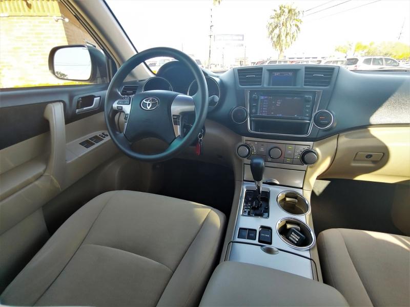 Toyota Highlander 2013 price $16,299
