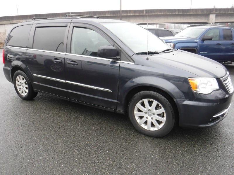 Chrysler Town & Country 2014 price $12,950