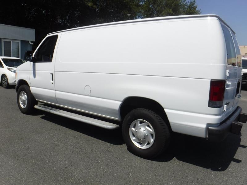 Ford Econoline Cargo Van 2007 price $11,950