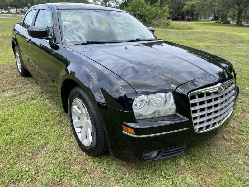 CHRYSLER 300 2005 price $4,999