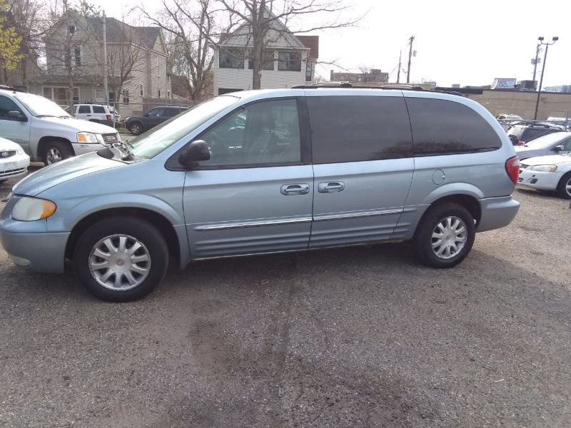 CHRYSLER TOWN & COUNTRY 2003 price $2,499