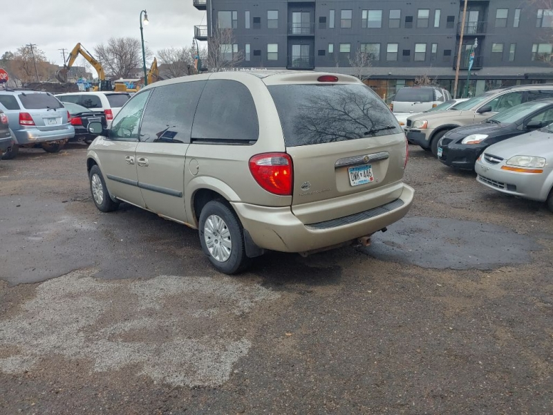 CHRYSLER TOWN AND COUNTR 2006 price $2,000