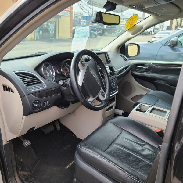 Chrysler Town and Country 2015 price $13,475