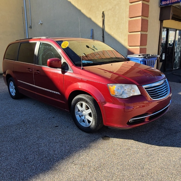 Chrysler Town and Country 2012 price $6,425