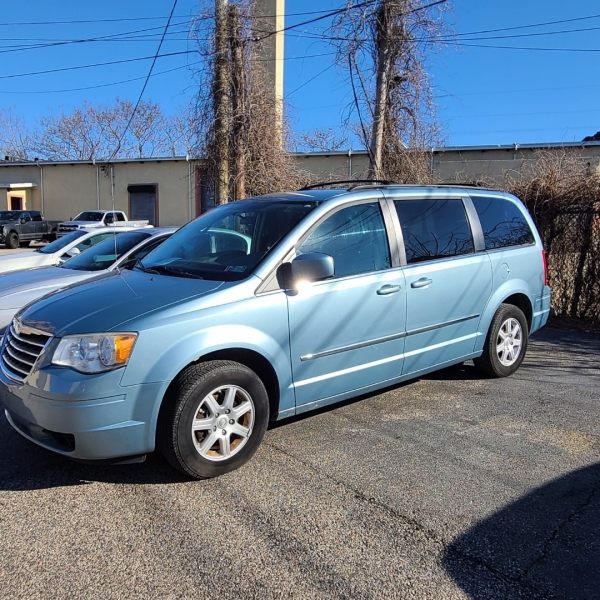 Chrysler Town and Country 2010 price $7,995