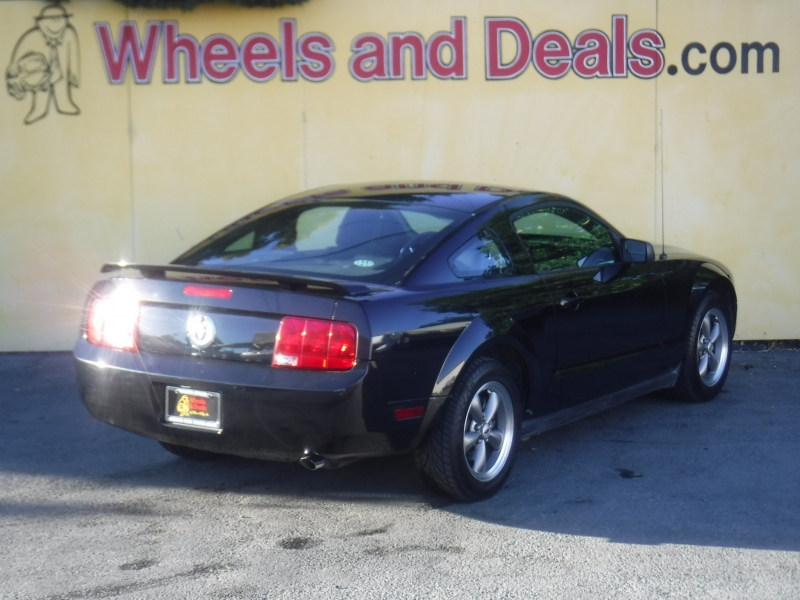 Ford Mustang 2005 price $6,200