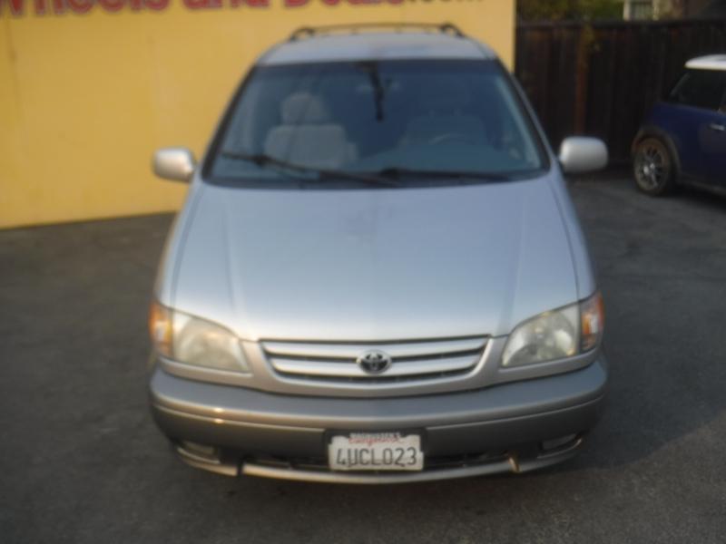 Toyota Sienna 2001 price $4,650