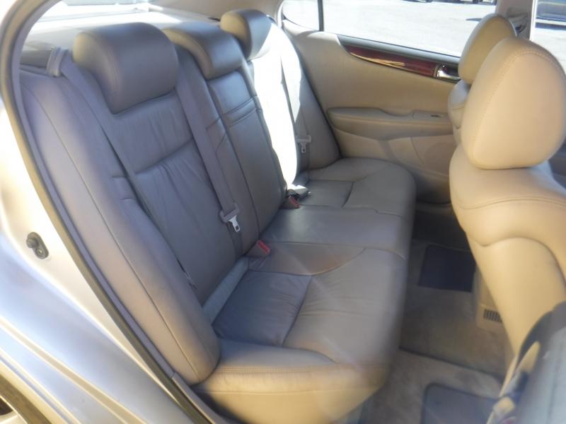 Lexus ES330 2004 price $3,495