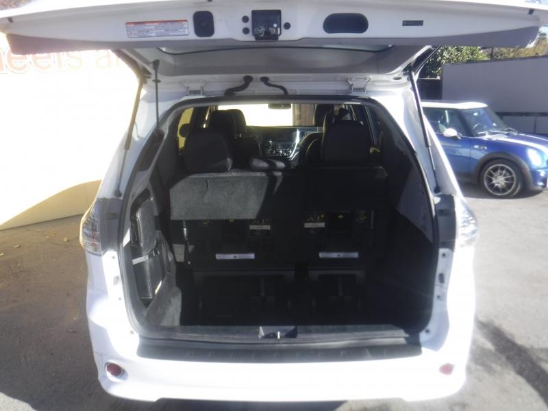 Toyota Sienna 2015 price $21,499
