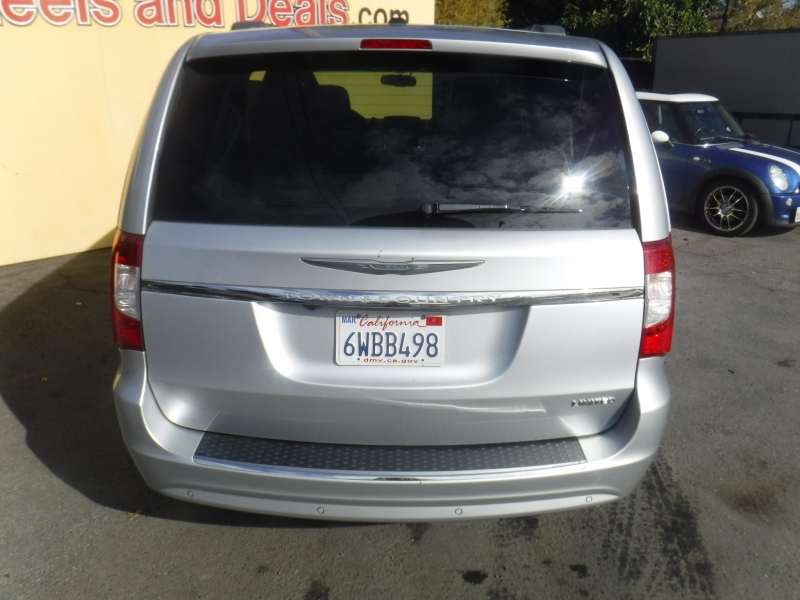 Chrysler Town & Country 2011 price $7,950